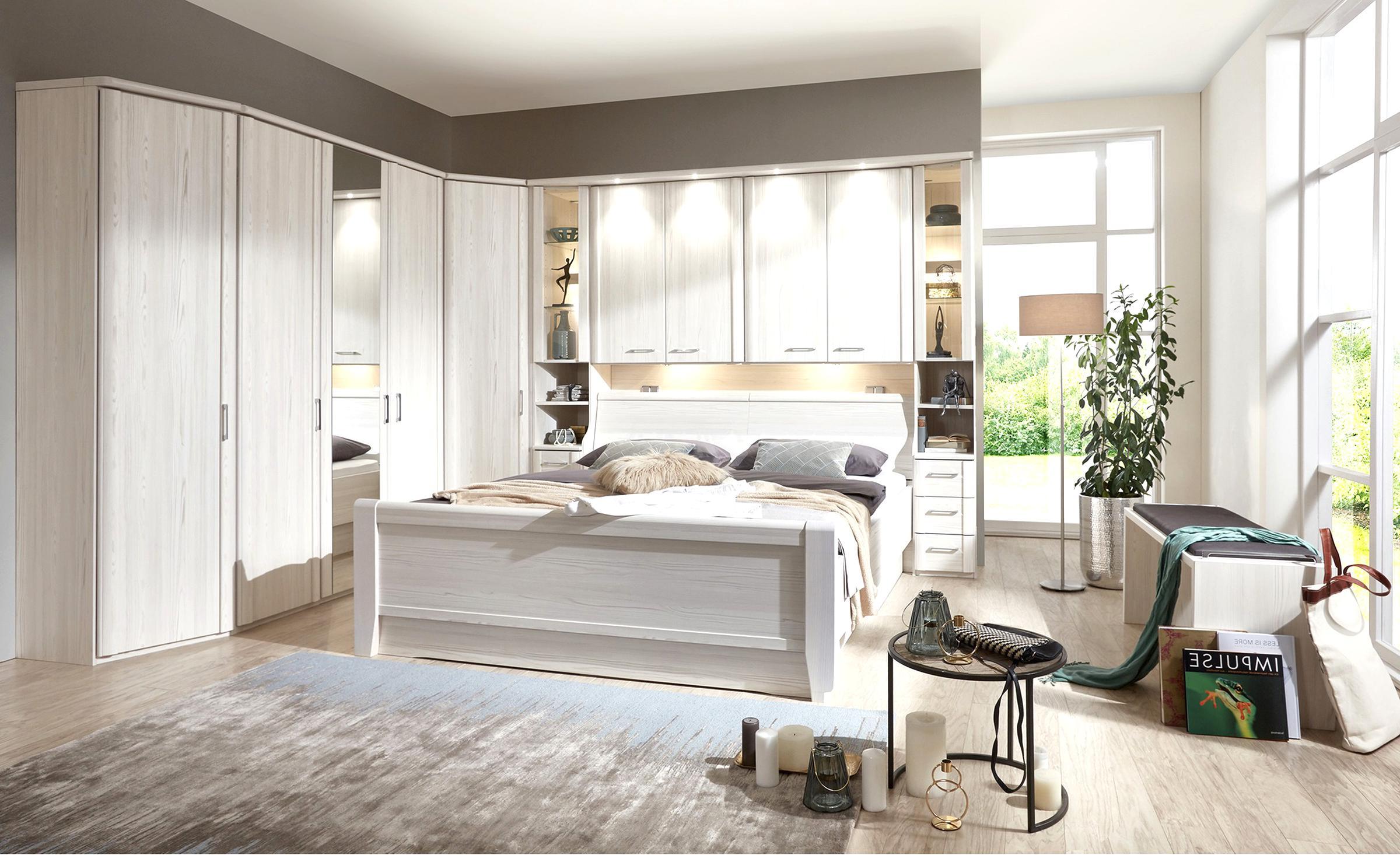 schlafzimmer komplett massivholz honigfarben wenig