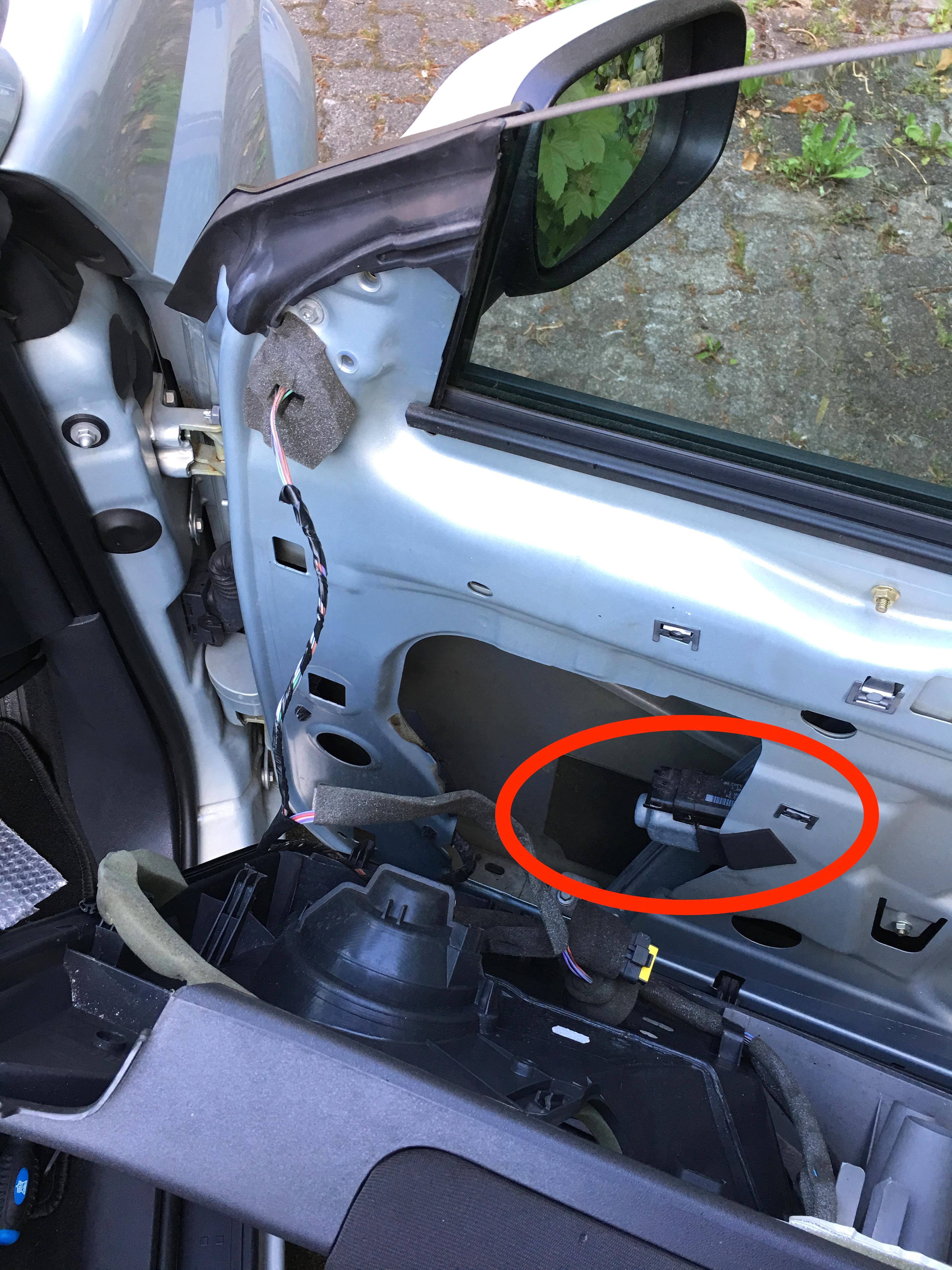 Antriebsmotor elektrischer Fensterheber vorne rechts+temic Renault Scenic II 2